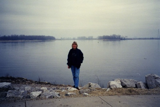 2002-01-29 1 Rosie by the confluence of the Missouri & Mississippi Rivers, St Louis, Missouri