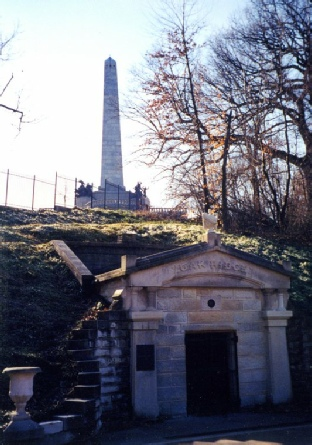 2002-01-28 2 Resting vault by Lincoln Memorial, Oak Ridge Cemetery, Springfield, Illinois