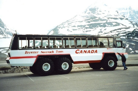 2002-06-11 11 Adrian by a Snowcoach, Athabasca Glacier, Icefilelds Parkway, Alberta