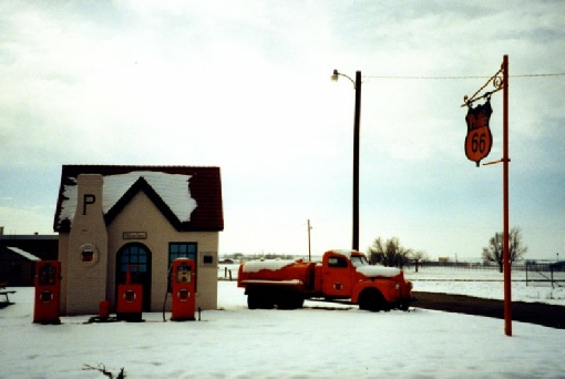 2002-02-06 1 Old 'gas' station in the snow, McLean, Texas